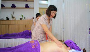 Giảm nhức mỏi cơ thể cho nhân viên văn phòng với liệu pháp massage cổ vai gáy