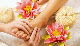 4 lợi ích nhan sắc của việc massage chân mỗi tối
